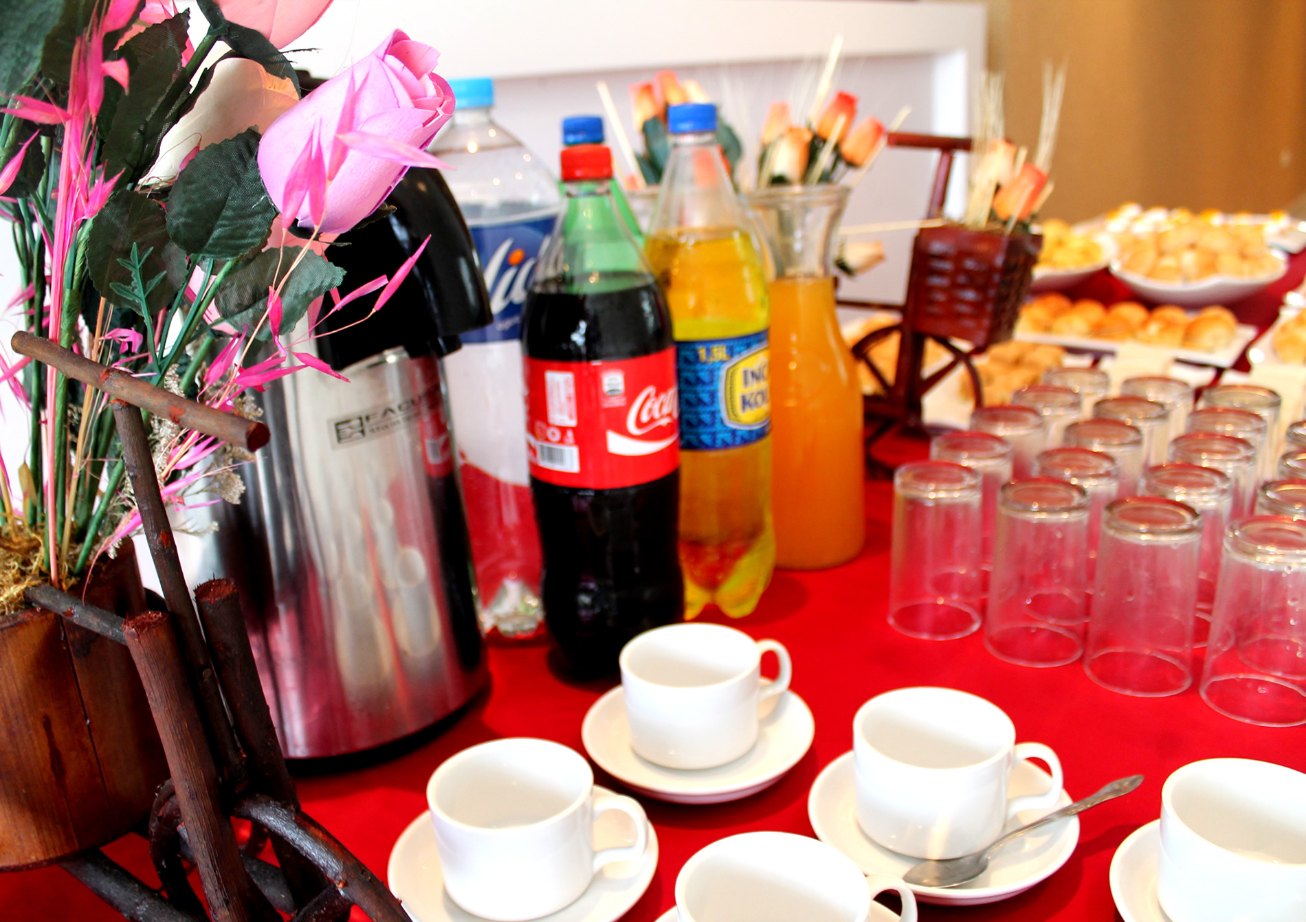 Buffets per catering lima for Menaje hotelero